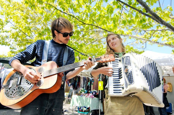 music at Salt Spring Saturday market